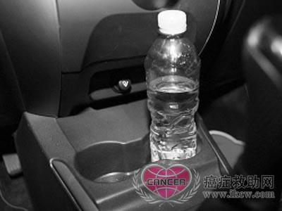 女性不应该喝长时间留放在汽车里的瓶装水